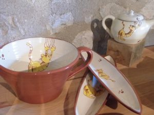 Collection de poterie chats qui griffent
