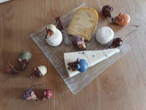De mignonnes petites souris en céramique