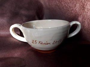 Tasse à 2 anses personnalisée avec date, prénom et dessin
