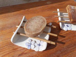 porte savon en céramique fleurs bleues bambou