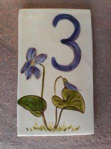 plaque numéro de maison personnalisé fleur