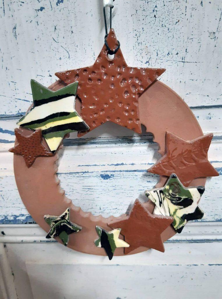 décoration couronne de noël en céramique