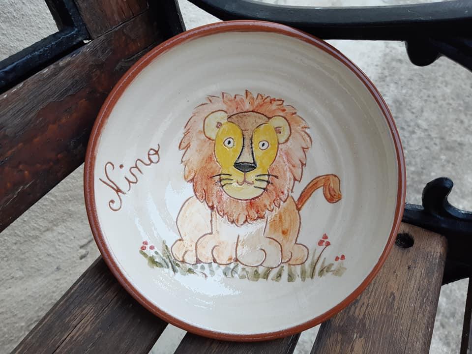 assiette personnalisée pour le baptême d'un enfant: décor lion et prénom Nino