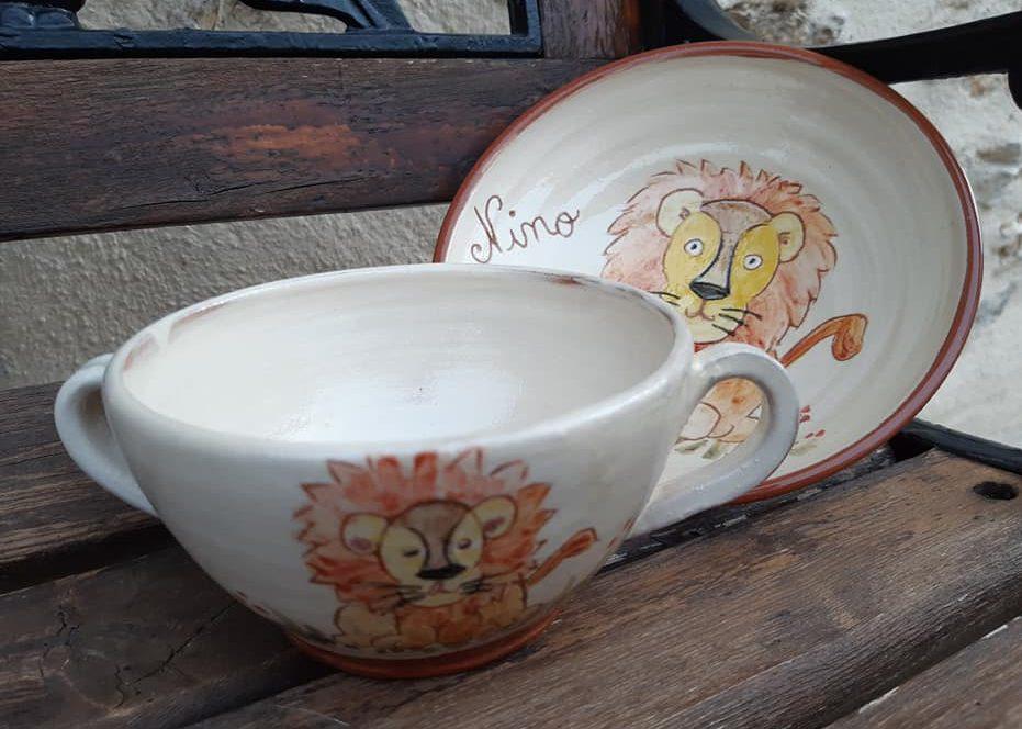 assiette et bol personnalisés pour le baptême d'un enfant: décor lion et prénom Nino