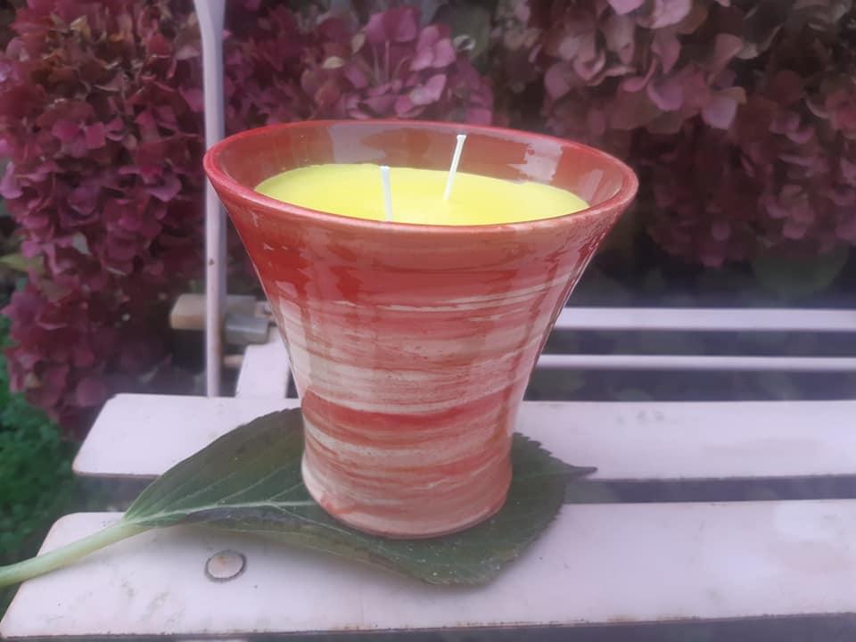 bougies parfumées et colorées en céramique artisanale